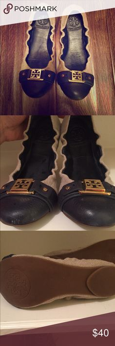 Tori burch flats Gently used Tory burch flats. It has a minor scratches on the front of the shoe. Tory Burch Shoes Flats & Loafers