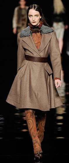 Etro Woman F/W 2012-13 - modern style of  the military influenced look, which the fit of bodices was easy, and waistlines were defined, often with lose-fitting belts. Necklines were edged with sailor. Skirts were full, the fullness achieved through pleating, gathering, or with gores.