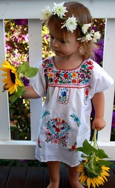 Looks fresh 🌺🌼🌸 Little Girl Fashion, Toddler Fashion, Kids Fashion, Outfits Niños, Kids Outfits, My Baby Girl, Baby Love, Mexican Dresses, Kid Styles