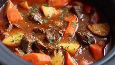 Le ragoût de bœuf de grand-maman c'est le meilleur Jamaican Dishes, Jamaican Recipes, Jamaican Soup, Jamaican Cuisine, Carribean Food, Caribbean Recipes, Cooker Recipes, Soup Recipes, Recipies