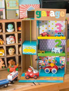 Toy car garage w/ elevator Kids Crafts, Cardboard Crafts Kids, Cardboard Play, Cardboard Recycling, Craft Activities For Kids, Carton Diy, Creative Play, Diy Toys, Diy For Kids
