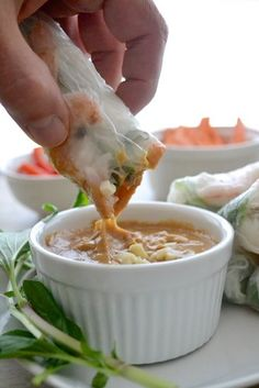 The easiest peanut sauce recipe with only FIVE ingredients! Goes great with spring rolls, noodles, stir frys and more. Easy Peanut Sauce, Homemade Peanut Sauce, Peanut Sauce Recipe, Sauce Recipes, Spring Roll Peanut Sauce, Vegetarian Recipes, Cooking Recipes, Healthy Recipes, Vietnamese Spring Rolls
