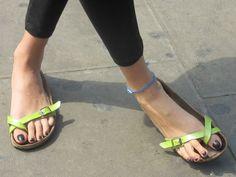 Flip Flop Sandals, Strap Sandals, Flip Flops, Birkenstock Sandals, Birkenstock Mayari, Dr Scholl, Foot Love, Green Sandals, Barefoot Girls