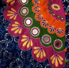 Hand Work Embroidery, Indian Embroidery, Hand Embroidery Stitches, Hand Embroidery Designs, Applique Designs, Embroidery Patterns, Kutch Work, Kurti Neck Designs, Mirror Work