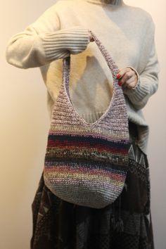 대구. 미세스브라운 코바늘손뜨개 그라데이션 호보백 / 망태가방 : 네이버 블로그 Hobo Bag Patterns, Handicraft, Purses And Bags, Diy And Crafts, Sewing, Knitting, Crochet Purses, Craft Bags, Totes