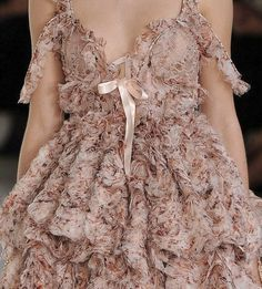 Alexander McQueen Spring 2012 detail Alexander McQueen Spring 2012 detail , Alexander McQueen Spring 2012 Detail , Couture Source by Trend Fashion, Fashion Details, Runway Fashion, Fashion Show, Fashion Outfits, Fashion Tips, 80s Fashion, Fashion Quiz, High Fashion Dresses