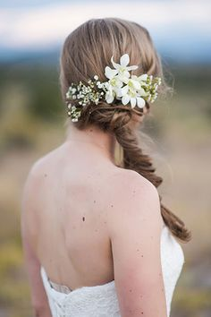 50+ Stunning Ways to Wear Flowers in Your Hair