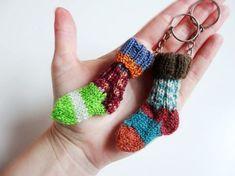 Instructions: Knit mini socks with keychain – Socken Stricken Easy Knitting, Knitting Socks, Knitting Patterns, Crochet Patterns, Motif Fair Isle, Knit Basket, Patterned Socks, Sock Yarn, Knitting Accessories
