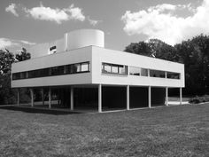 Pay a Visit to 10 Mid-Century Modern Homes Built by Famous Architects: Villa Savoye by Le Corbusier (built by Poissy, France) ➤ Landscape Architecture Drawing, Architecture Old, Promenade Architecturale, Poissy France, Le Corbusier Architecture, Villa Savoye, Famous Architects, Pierre Jeanneret, Mid Century House
