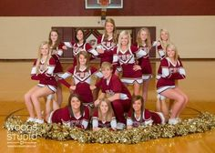 Those girls are sitting on their teammates feet. Those are some strong calves Cheer Coaches, Cheer Stunts, Cheer Dance, Cheer Mom, Cheer Gifts, Cheerleading Pictures, Cheerleader Images, Volleyball Pictures, Softball Pictures