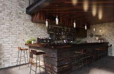 Коллекция плитки из керамогранита Cantina от итальянского производителя Del Conca имитирует текстуру камня.