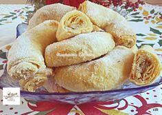Diós, omlós-leveles kifli recept foto Hamburger, Food And Drink, Sweets, Bread, Recipes, Dios, Small Cake, Biscuits, Gummi Candy