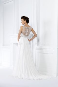 Jasmine Bridal is a premier wedding dresses designer of wedding dress and gowns. Browse our romantic, glamorous, boho-inspired, rustic, and simple wedding dress collections today! Elegant Wedding Gowns, Best Wedding Dresses, Boho Wedding Dress, Designer Wedding Dresses, Gatsby Wedding, Jasmine Bridal, Stunning Dresses, Bridal Collection, Bridal Style