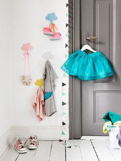 Cloud hooks via mommo design Kids Corner, Vitrine Design, Room Deco, Deco Kids, Cool Kids Rooms, Grey Doors, Little Girl Rooms, Kid Spaces, Kids Decor