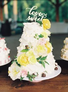 Gorgeous yellow floral topped cake: http://www.stylemepretty.com/2016/05/20/a-nfl-player-cheerleader-say-i-do-with-a-touchdown-worthy-wedding/ | Photography: Apryl Ann -  http://www.aprylann.com/