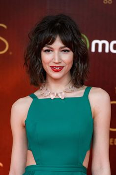 Hair Styles – Hair Care Tips and Tricks Fancy Hairstyles, Hairstyles With Bangs, Pelo Midi, Simple Makeup Looks, Corte Y Color, Stop Hair Loss, Short Styles, Curly Wigs, Grunge Hair