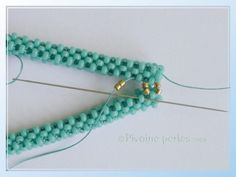 Right-Angle Weave variations with excellent photo tutorial