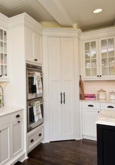 New kitchen corner pantry layout double ovens ideas Corner Pantry Cabinet, Corner Kitchen Pantry, Kitchen Pantry Cabinets, New Kitchen, Kitchen Storage, Corner Cabinets, Pantry Storage, Kitchen Ideas, Wall Pantry