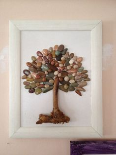 Great Pebble Art | http://handmadness.com/2016/08/21/pebble-wall-art/
