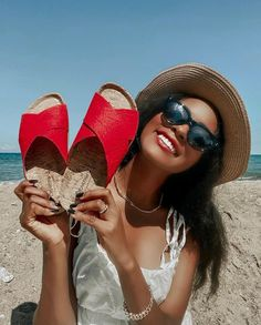 Sometimes a statement shoe is all you need to brighten your days ❤️🐻🐾 Shop Pina: bearpaw.com/ #LiveLifeComfortably #BearpawStyle 📸 @iamstherfaned Brighten Your Day, Shoe, Hats, Shopping, Fashion, Moda, Zapatos, Hat, Shoemaking