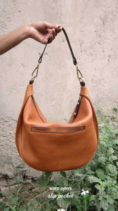 Pumpkin Big Caro, Chiaroscuro, India, Pure Leather, Handbag, Bag, Workshop Made, Leather, Bags, Handmade, Artisanal, Leather Work, Leather Workshop, Fashion, Women's Fashion, Women's Accessories, Accessories, Handcrafted, Made In India, Chiaroscuro Bags - 3