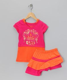 Royal Buzz, Orange and pink outfit.