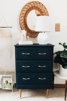 modern vintage decor Were Obsessing Over This Modern Vintage Ohio Home Modern Vintage Bedrooms, Modern Vintage Decor, Vintage Bedroom Decor, Home Decor Bedroom, Refurbished Furniture, Vintage Furniture, Ohio, Home Decor Styles, Decor Interior Design