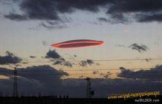 Die besten 100 Bilder in der Kategorie wolken: Ufo-Wolke am Abendhimmel