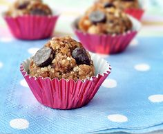 HEALTHY no-bake energy bites that taste like you're eating cookie dough.