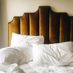 "Home CHIC Home - Just a lot of wonderful ""chic home"" details and inspiration today, enjoy. via:zsazsabellagio golden yellow velvet headboard Swan Planter, White Moss T Home Bedroom, Girls Bedroom, Bedroom Decor, Blue Bedrooms, Master Bedroom, Velvet Headboard, Yellow Headboard, Velvet Bedroom, Headboard Designs"