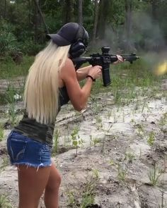 Guns are awesome, girls are awesome, and the two combined together nearly defies the laws of all things awesome. Military Girlfriend, Military Women, Military Dogs, Military Spouse, Military Army, Weapons Guns, Guns And Ammo, 9gag Amusant, Flipagram Video