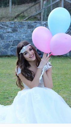 u r kindaaaa👌👌👌 Hayat And Murat, Hande Ercel, Idole, Cute Photography, Turkish Beauty, Beauty Full Girl, Stylish Girl Pic, Girls Dpz, Thing 1