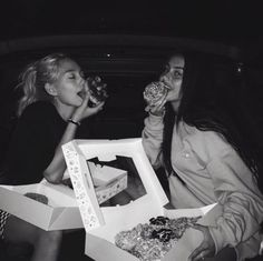 best friends, bff, and black and white image Cute Friend Pictures, Bff Pics, Friend Photos, Cute Photos, Cute Friends, Best Friends, Best Friend Fotos, Ft Tumblr, Shotting Photo