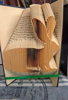 How to Fold Book pages into Letters - Recycled Book Art Ideas Old Book Crafts, Book Page Crafts, Paper Crafts, Book Folding Templates, Book Folding Patterns, Paper Folding, Paper Toy, Cut Paper, Vintage Book Art