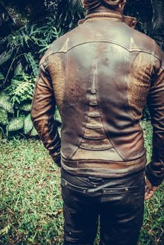 Men's Leather Jackets: How To Choose The One For You. A leather coat is a must for each guy's closet and is likewise an excellent method to express his individual design. Leather jackets never head out of styl Mad Max, Leather Collar, Leather Men, Leather Jackets, Leather Trousers, Vegan Leather, Black Leather, Burning Man, Rock And Roll