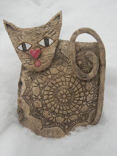 Keramická kočička Keramická kočička vhodná do bytu i na zahradu o velikosti cca 22 cm x 16 cm.