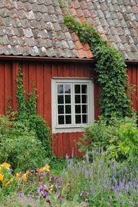 röd fasad grå fönster - Sök på Google