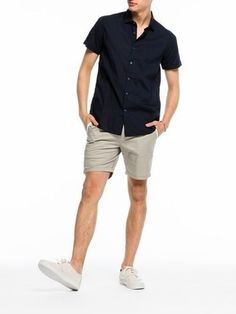 Team a black short sleeve shirt with cream shorts to effortlessly deal with whatever this day throws at you. This outfit is complemented perfectly with beige plimsolls.