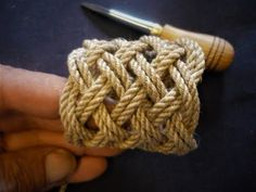 Learn how to tie any square Turks Head with uneven number of bights. The sailors way - on the hand. Cords and spikes: www.snellman.ax