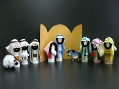 Christmas nativity crafts for children - Toilet Paper Tube Nativity Set - or make it form wine corks