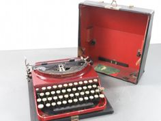 Remington Portable Typewriter - shopgoodwill.com Portable Typewriter, Vintage Typewriters, Vintage Antiques, Retro Vintage, Tools, Writing, Cool Stuff, Cool Things, Instruments