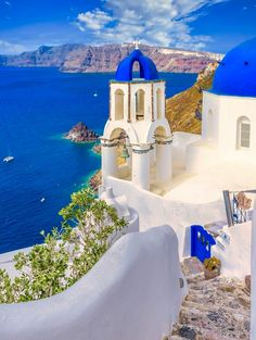 Travel Deals, Travel Destinations, Beautiful Islands, Beautiful Places, Happy Evening, Paradise On Earth, Santorini Greece, Cool Pools, Strand