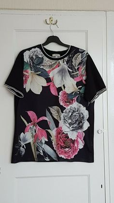 ladies top size 12 used Batwing Top, Short Sleeve Button Up, Fashion Clothes, Fashion Outfits, Knitted Tank Top, Floral Shorts, Used Clothing, Casual Tops, Pattern Fashion