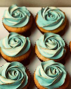 Love the vintage luxury look of  by @dolci_diari_melbourne with @kimcy929_repost !  #cupcake #cupcakes #cake #instacake #cakespiration #cupcakelovers #vintage #cupcakesofinstagram #green  #cupcakelove #cakedecorator #cupcakedecorating #luxury #bakingisfun #bakingtime #gold  #bakerslife #bakedgoods #baker #cakedesigner #cakedecorating