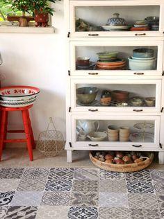 Le tapis vinyle imitation carreaux de ciment pour une cuisine unique et originale