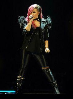 Demi Lovato en IZOD Center East Rutherford, New Jersey #NeonLightsTour 07-03-14