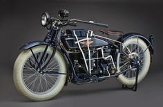 1923 Henderson Super-X. Elegant bike, certainly not to be confused with cartoonishly proportioned things called Excelsior built in Antique Motorcycles, American Motorcycles, Custom Motorcycles, Custom Harleys, Motos Vintage, Vintage Bikes, Vintage Cars, Vintage Cycles, Ford Orion