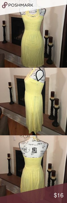 Guess halter hello dress size small Guess halter yellow dress size small used. It in great condition 95% rayon 5% spandex Guess Dresses