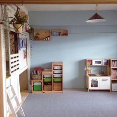 takaさんの、ベッド周り,無印良品,照明,IKEA,子供部屋,DIY,北欧,ワイン木箱,セルフペイント,押入れ改造,和室を改造,こどもと暮らす。,プラントハンガー自作,のお部屋写真