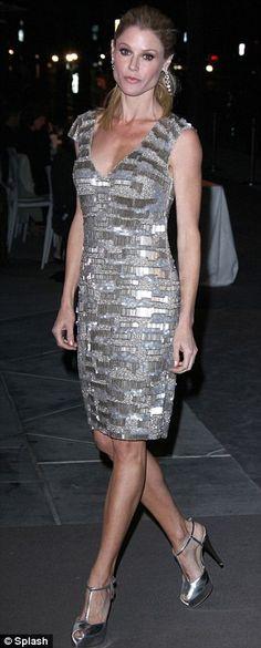 Julie Bowen - love this dress.
